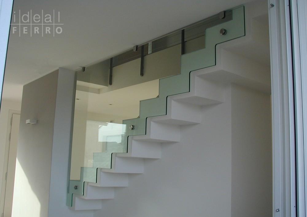 Parapetto in vetro sagomato idealferro - Parapetti in vetro per scale ...