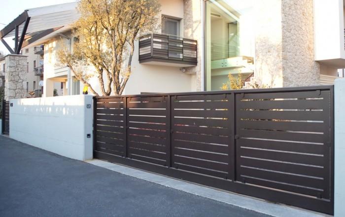 Cancello con pannelli pinzati