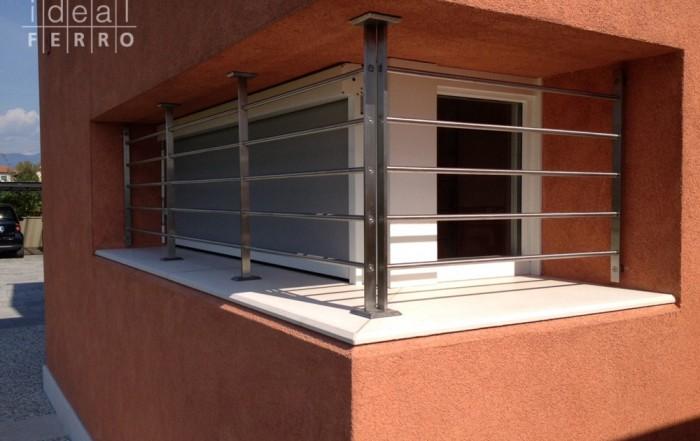 Portoncino in ferro e vetro idealferro for Finestre orizzontali
