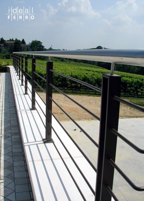 Parapetto esterno su muratura idealferro - Scale per esterno in muratura ...