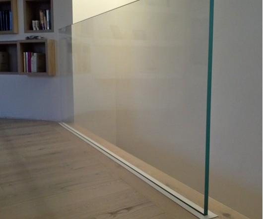 Parapetto in vetro con supporto a scomparsa
