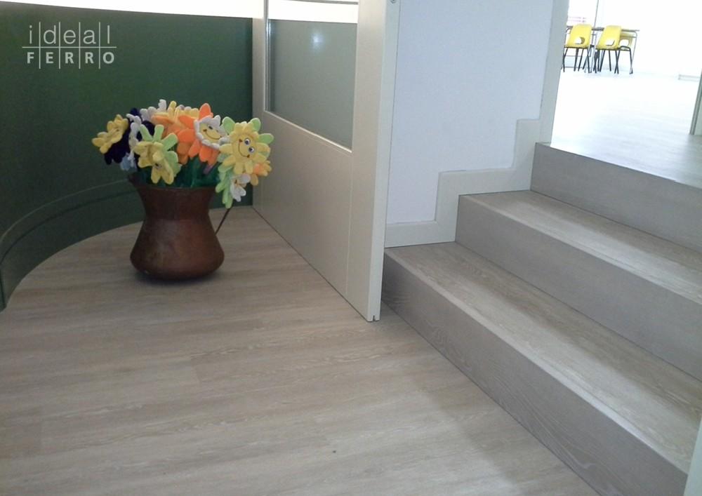 Pavimento vinilico effetto legno idealferro for Mattonelle in vinile