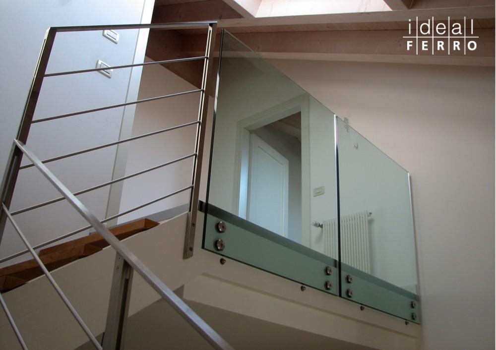 Ringhiera tutto inox e parapetto in vetro idealferro - Parapetti in vetro per scale ...