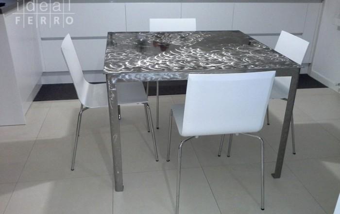 Tavolo in acciaio inox verniciato