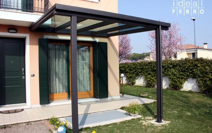 Pergola a due colonne con copertura in vetro - Idealferro