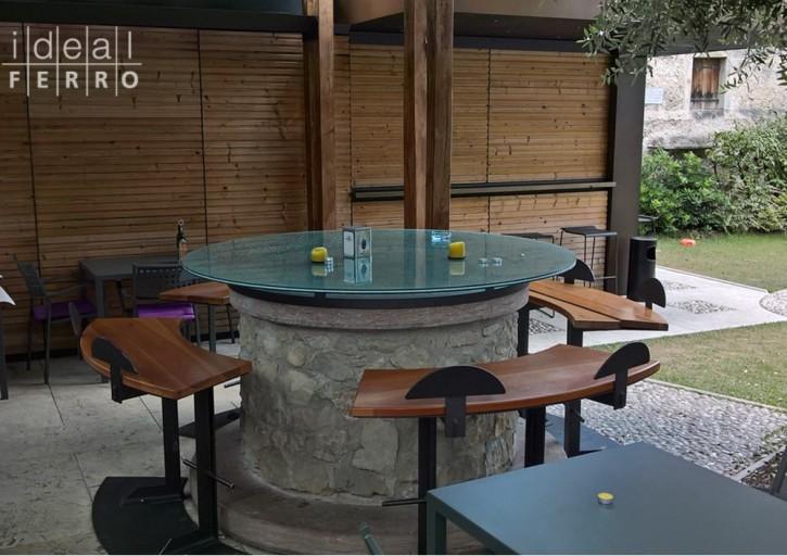 tavolo-con-vetro-e-panche-metalliche-3